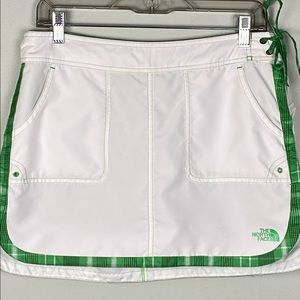 THE NORTH FACE quick dry white and green skort.